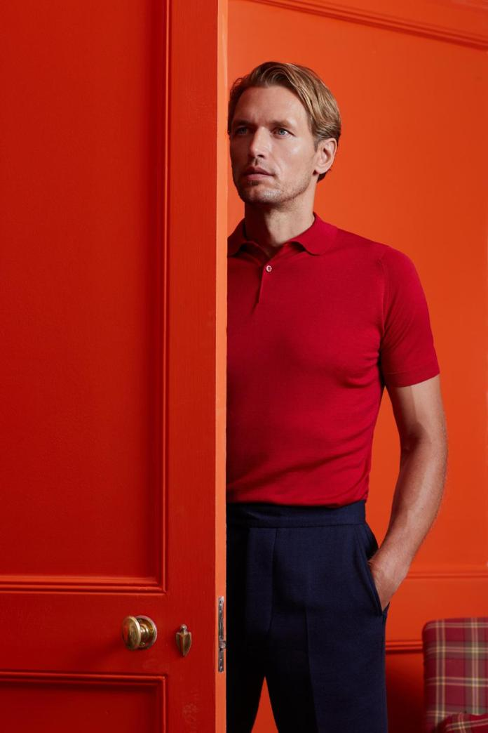 John Smedley: The Payton by John Smedley: expertly crafted in Extra fine Merino Wool featuring a two button placket.