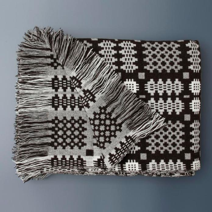 Blanket with fringes