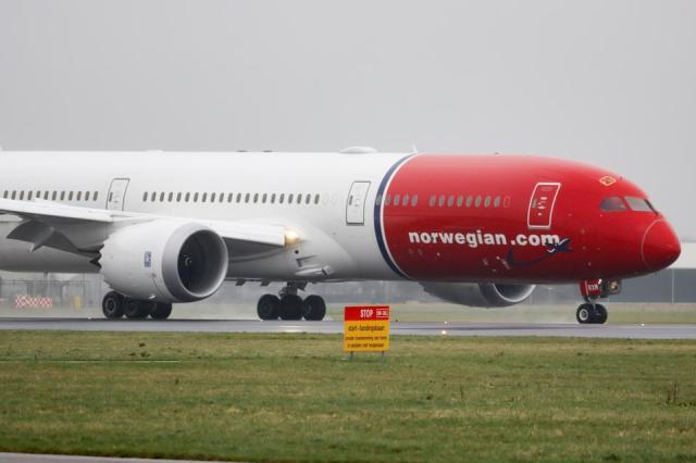 Norwegian Boeing 787 Dreamliner Landing