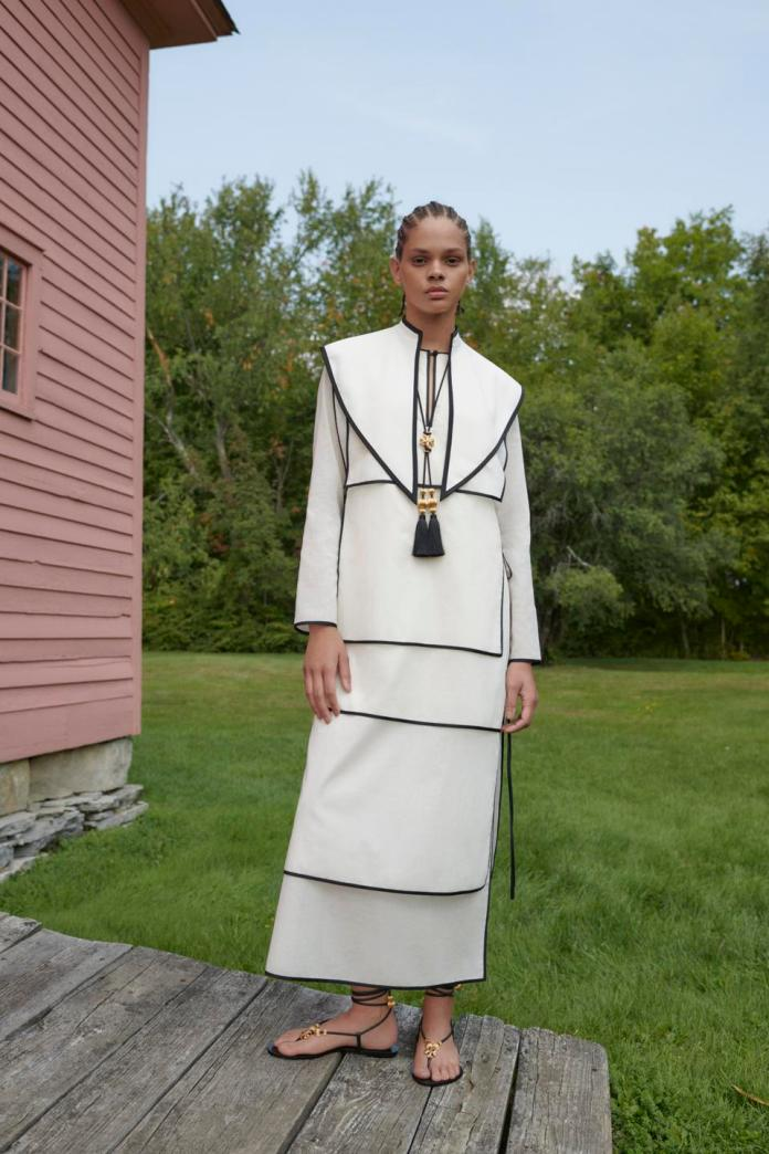 Cotton voile caftan with removable collar, Lace-up sandal and tassel and filigree bead necklace