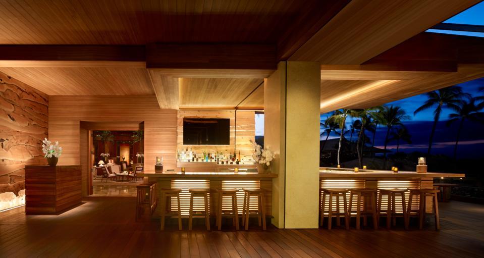 El bar del Four Seasons Resort Lanai.