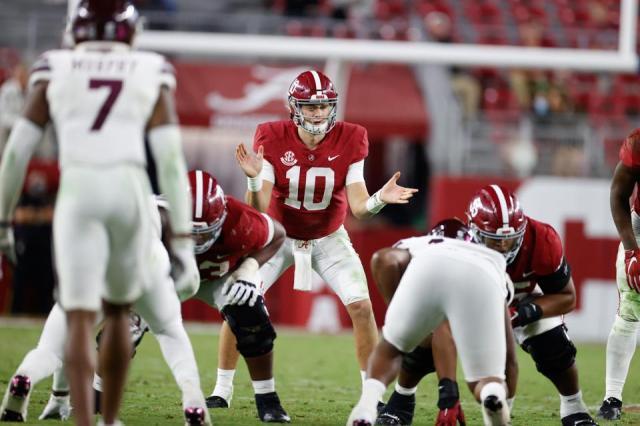 Alabama Crimson Tide quarterback Mac Jones against Mississippi State on November 7, 2020.