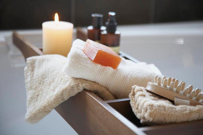 Tub tray with spa products