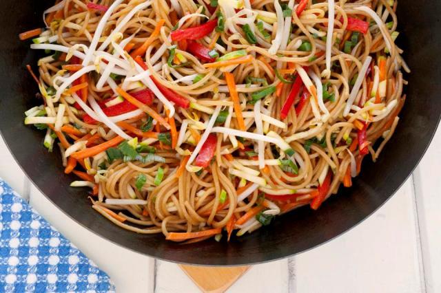Chow mein in wok