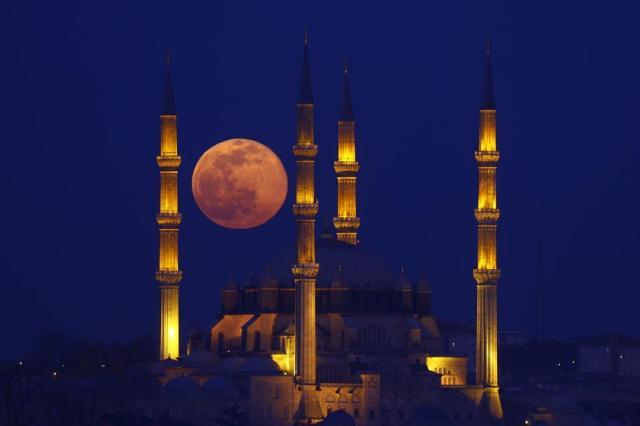 Full moon rises over Edirne