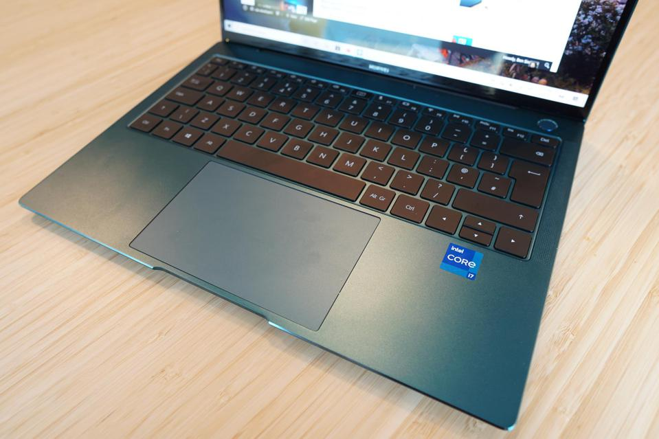 The MateBook X Pro 2021 keyboard and trackpad