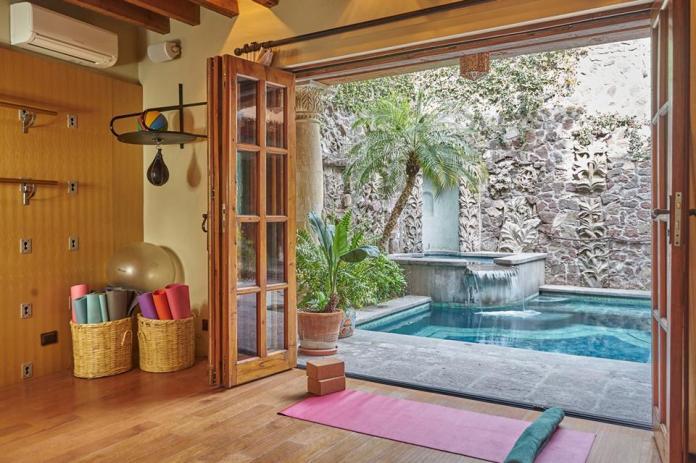yoga studio Chiquitos 2, 2a, Correo 47, Centro. San Miguel de Allende, Guanajuato, Mexico