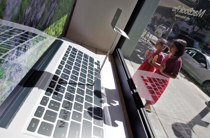Tech Test First Look Retina MacBook