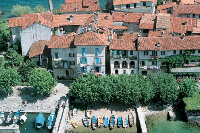Vista aérea de la isla Pescatori, Lago Maggiore