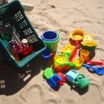Steun ons met speelgoed voor op het strand