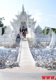 visiter-chiang-rai-wat-rong-khun-le-temple-blanc-5