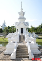 visiter-chiang-rai-wat-rong-khun-le-temple-blanc-7