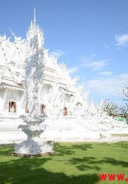 visiter-chiang-rai-wat-rong-khun-le-temple-blanc-8