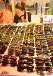 Visiter Neon Market à Bangkok – Marché de nuit 10-min