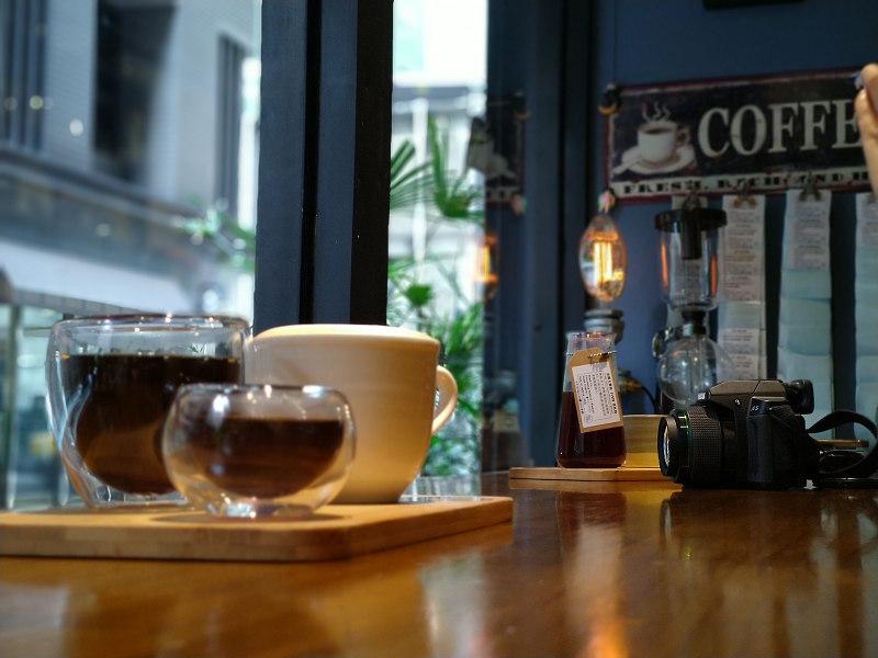 一個無負擔、轉換心情的休息站|BarDoor Coffee 八豆咖啡館|