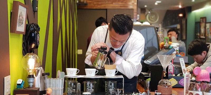 一個無負擔、轉換心情的休息站|BarDoorCoffee八豆咖啡館|