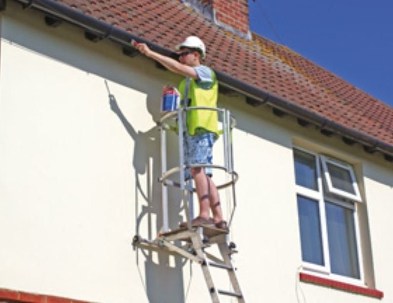 Carrying out pre-winter roof maintenance safely