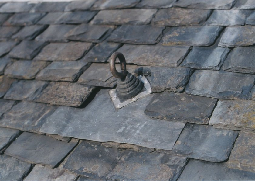 ACCESSING SLOPED ROOFS SAFELY