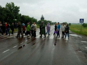 Селяни на Рівненщині перекривали дорогу