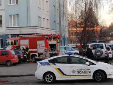Кордон поліції та рятувальників навколо Рівненського перинатального (ФОТОФАКТ)