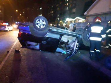 В Рівному зіткнулись 2 авто, одна з яких перевернулась