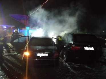 На Рівненщині пожежники врятували від знищення 2  авто