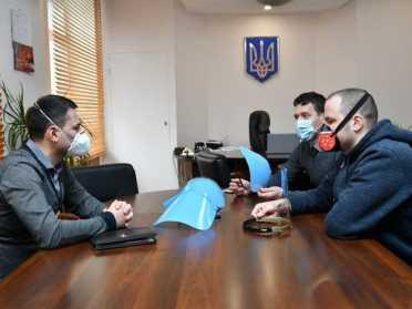 На Рівненщині розпочнуть виробництво захисних масок-екранів для лікарів