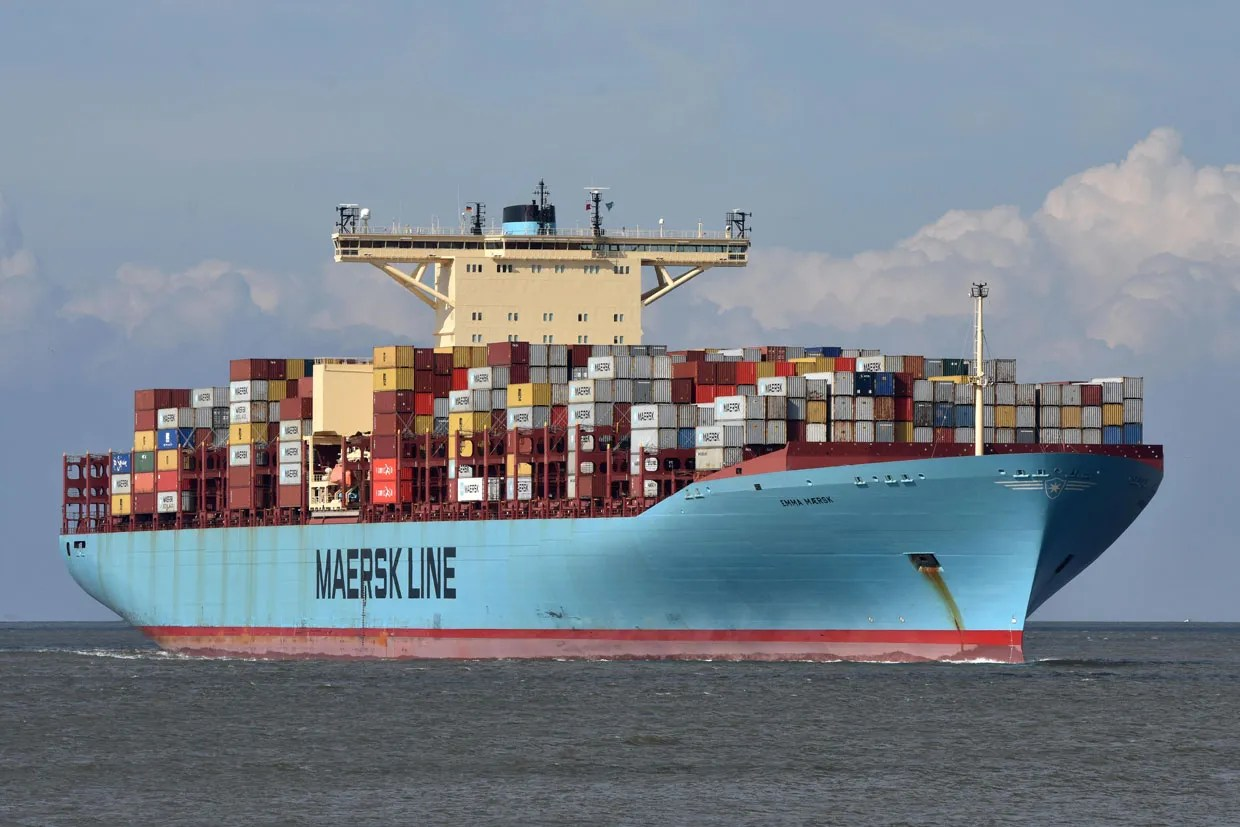 hight resolution of photo martin witte alamy the big leagues the emma maersk one of the world s largest container ships is powered by a diesel engine