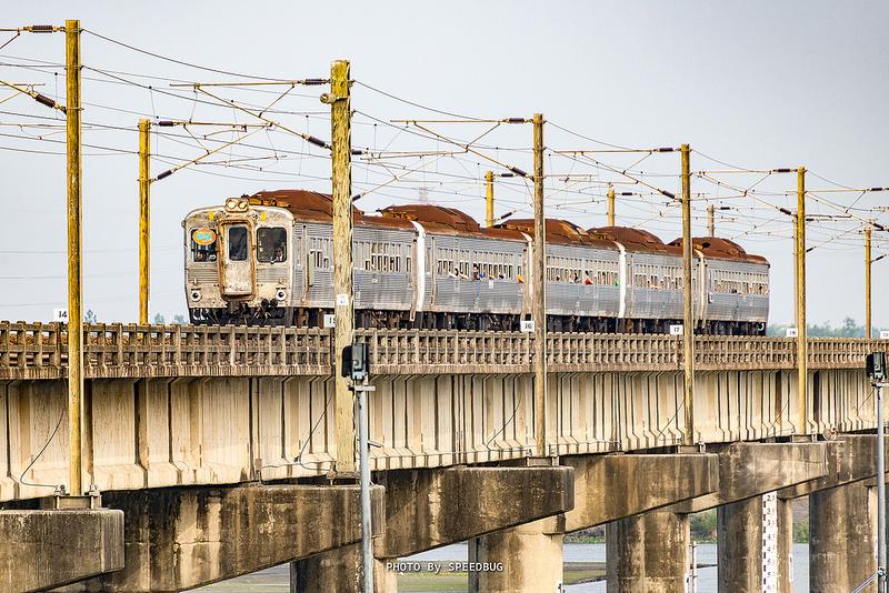 【高雄】銀漾白鐵.首發迎春.台鐵DR2700光華號(白鐵仔)與舊鐵橋