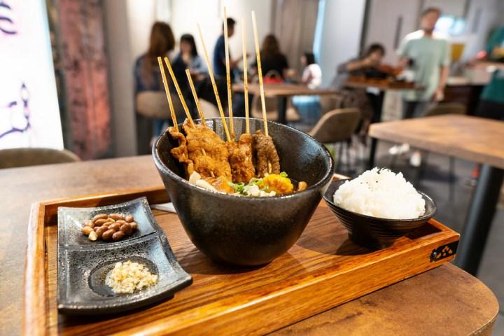 高雄前鎮美食|支支紅冷鍋串串.一個人也可以享用的麻辣美食.夢時代美食街餐廳