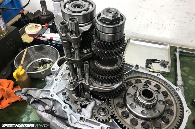 ProjectNSX-gearbox-blakejones-speedhunters-0100