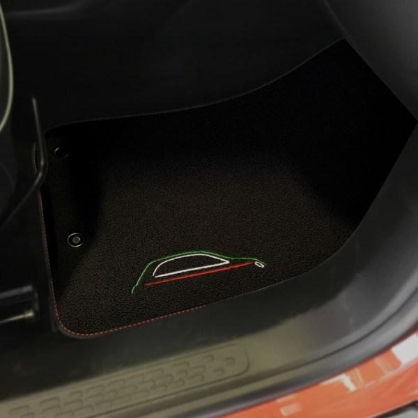 FIAT 500X Floor Mats by 500|SPEEDLAB Black with Italia Logo Passenger