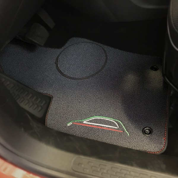 FIAT 500X Floor Mats by 500|SPEEDLAB Grey with Italia Logo Driver