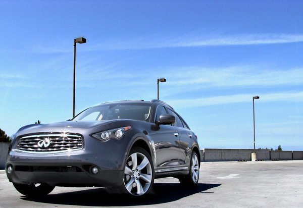 The 2009 Infiniti FX50 is a crossover SUV that thinks (and acts) like a sports car.