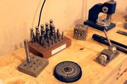 Allsköns verktyg behövs i en guldsmeds yrke.