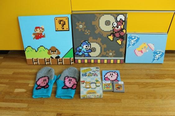 Årets loot från mässan! Tavlor från Sluskafan, även Kirby-underlägget från honom. (Tack!) Sen vantar från Bleepwear.. Spelen hoppas jag kunna återvända till i separata inlägg. :)
