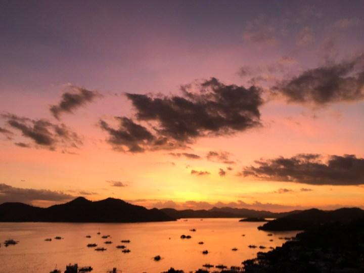 coron hop hostel sunset