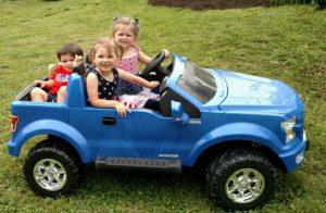 grandkids-on-car