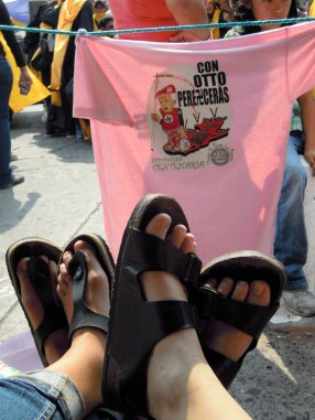 Travelling feet and this year's comparsa t-shirt