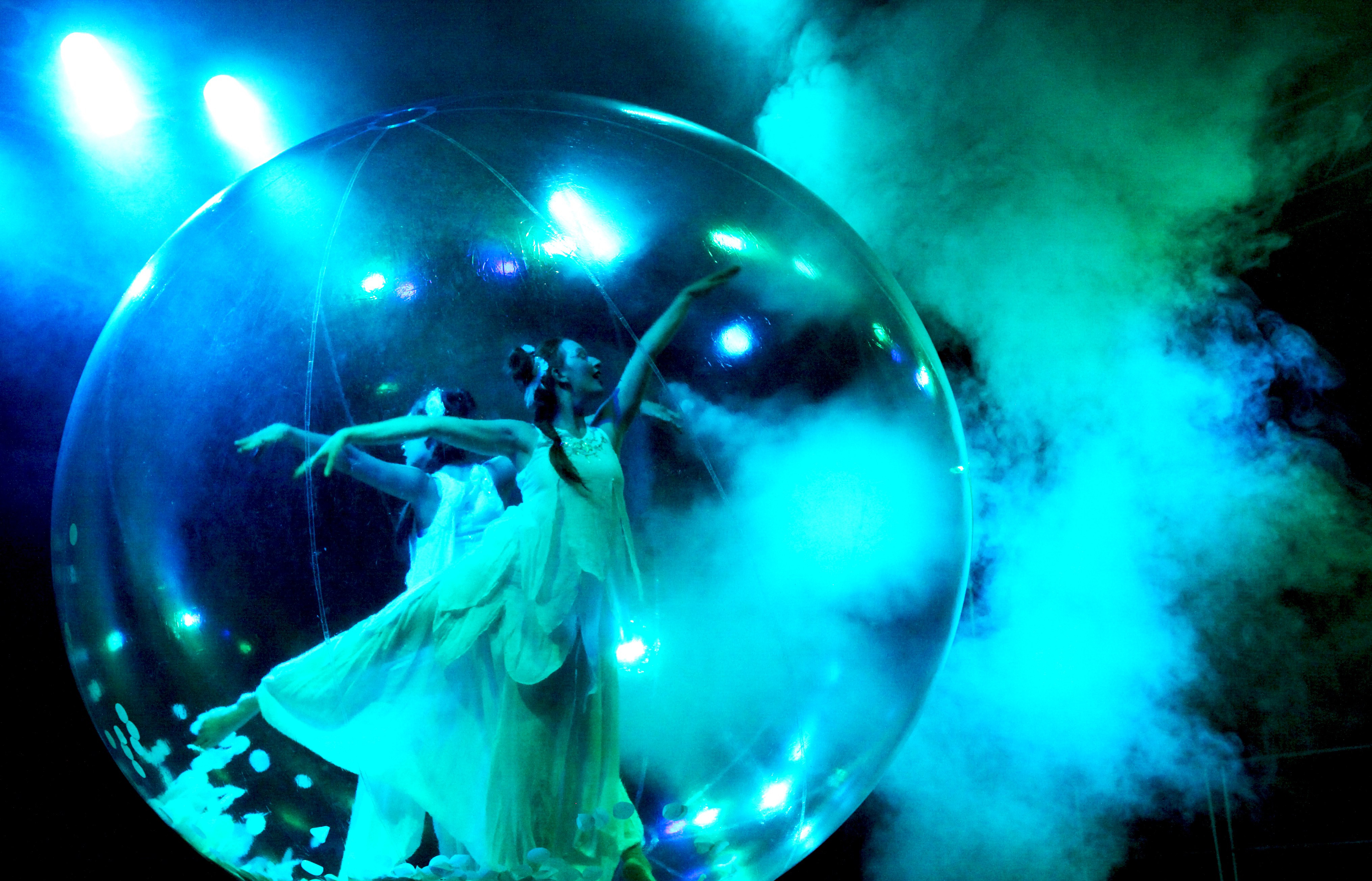 """Anémones"" bubble dance contact show"
