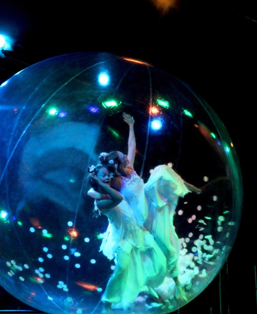 sphere show on stage or walk-act