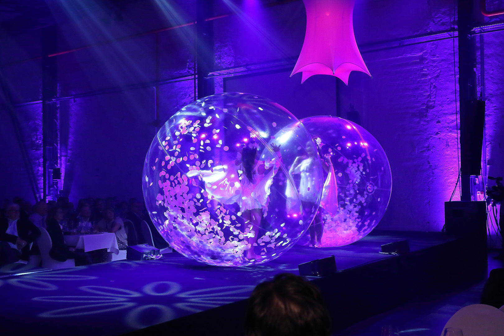 tranparent bubble dance show in