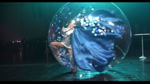 tranparent bubble dance show