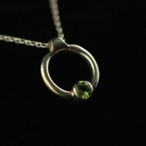 Half bezel circle pendant