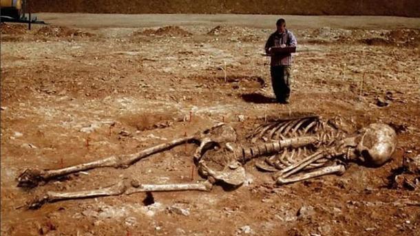 Tomēr tiesas laikā negaidot... Autors: LordsX Smitsona institūts atzinies vairāku tūkstošu gigantisku skeletu iznīcināšanā.