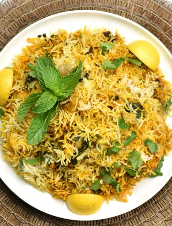 Instant pot Chicken Biryani by Spice Cravings. Chicken Biryani in Instant Pot is a delicious and easy recipe, in which basmati rice is steam-cooked with chicken marinated in yogurt & warm Indian spices. #food #foodie #foodblogger #delicious #recipe #instantpot #recipes #easyrecipe #cuisine #30minutemeal #instagood #foodphotography #tasty #indian