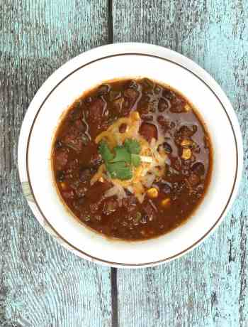 Weeknight Black bean chili in Instant Pot, pressure cooker chili, by Spice Cravings. This Weeknight Black Bean Chili in Instant Pot has creamy black beans simmered in vegetable broth with sweet diced tomatoes, and fire roasted green chilies, and seasoned with taco seasoning and unsweetened cocoa powder! #food #foodie #foodblogger #delicious #recipe #instantpot #recipes #easyrecipe #cuisine #30minutemeal #instagood #foodphotography #tasty