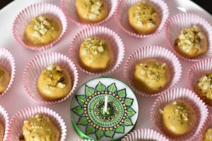 Besan Ladoo in Microwave, Garam Masala Kitchen