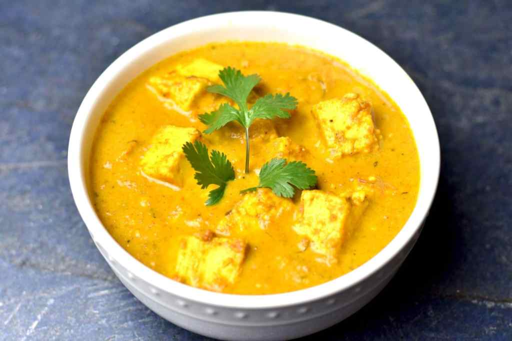 Paneer Butter Masala/Paneer Makhani is vegetarian variation of Butter Chicken. Start with paneer, Indian cottage cheese, and simmer it in tomato puree, season with toasted and ground garam masala and finished with a touch of heavy cream #cooking #food #recipe #recipes #foodphotography #foodblogger #yummy #delicious #foodie
