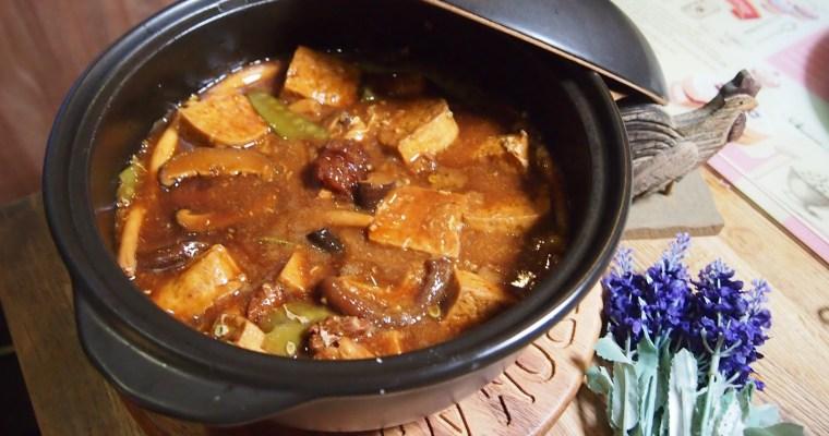 Claypot Braised Tofu with Mushrooms // 砂煲红烧豆腐